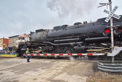 20191108_Navasota_Texas_Union_Pacific_4014_Locomotive_Big_Boy_Stopped_RR-Crossing_750_2870