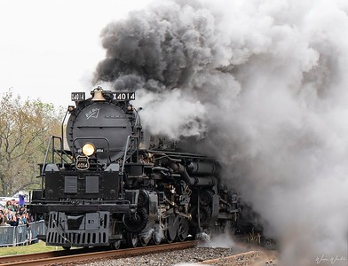 Big Boy Rolling Into Navasota, TX