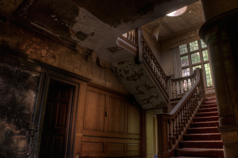Manor-Grand-Staircase