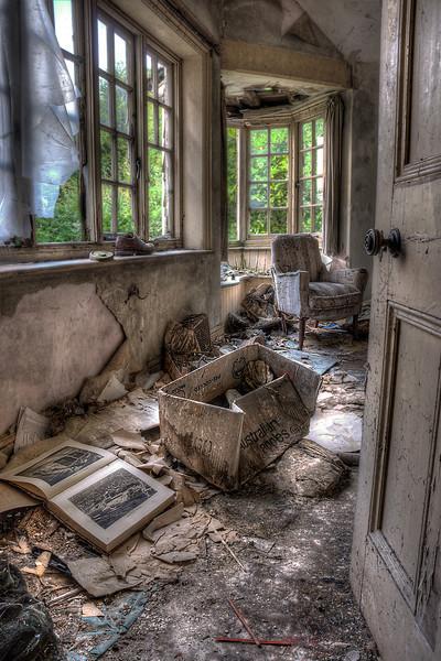 Manor-Dumping-Room