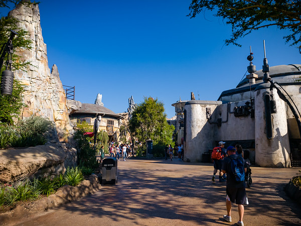 It's always fun to return to Disneyland, walk down a familiar path, turn a corner, and then see something completely new...in today's case, a whole new themed land.  Welcome to the much anticipated Star Wars: Galaxy's Edge!