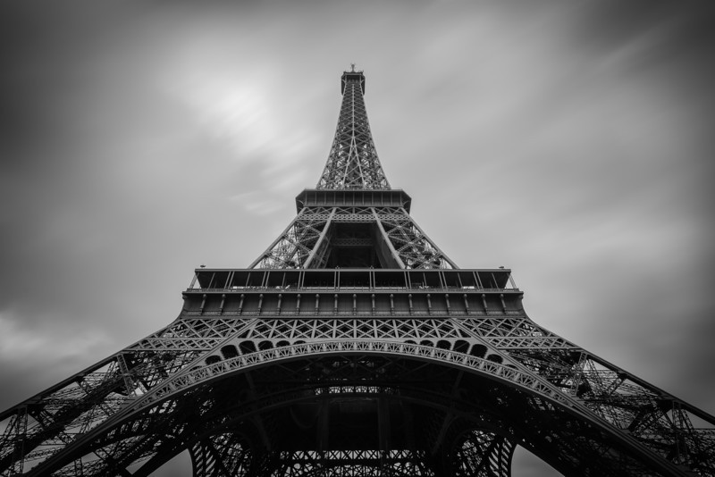Tour de Eiffel<br /> <br /> Tech:<br /> Camera | Nikon D7100<br /> Lens | Nikkor 12-24mm; at 12mm<br /> Exposure | 20 sec; f/11; ISO 100<br /> Filters: B+W ND 110
