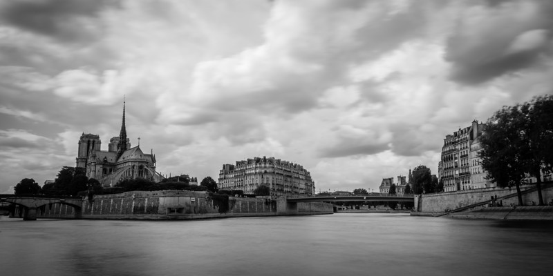 Ponts converge on Notre Dame<br /> <br /> Tech:<br /> Camera | Nikon D7100<br /> Lens | Nikkor 18-200mm; at 18mm<br /> Exposure | 10 sec; f/11; ISO 100<br /> Filters: B+W ND 110