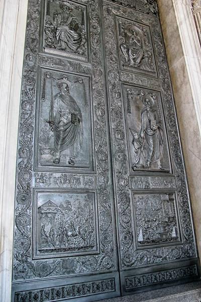 Door of the Sacraments (door to enter the Basilica) created in 1965.