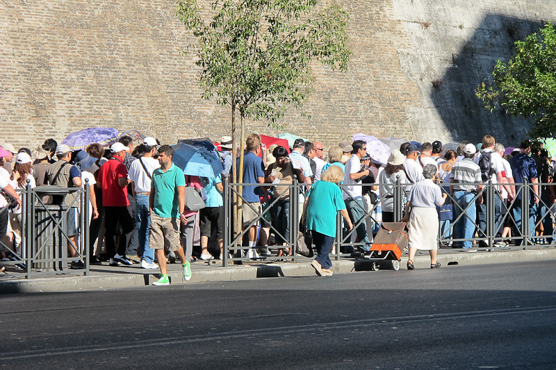The line waiting to get into the Vatican (we skipped it)!