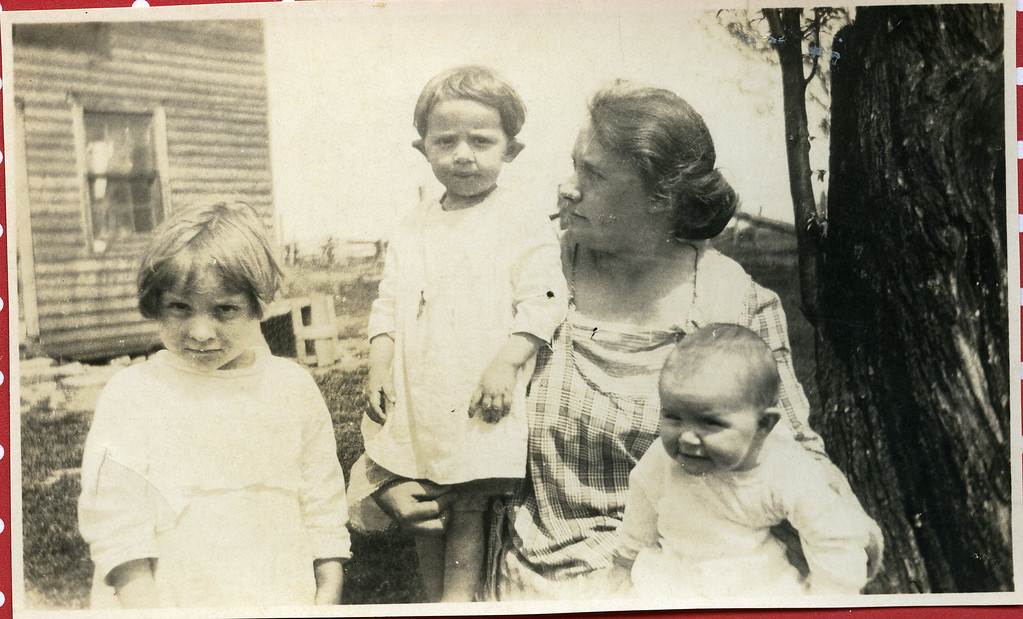 006 Roa, Ava, their mother Grace, Eva Spring 1923