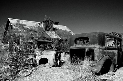 Vulture Mine Cars BW