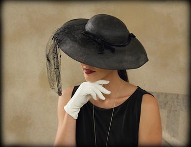 """""""Michelle avec Chapeau Noir"""""""""""