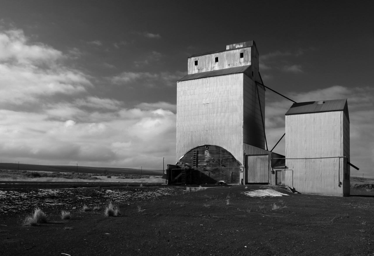 grain silo bw