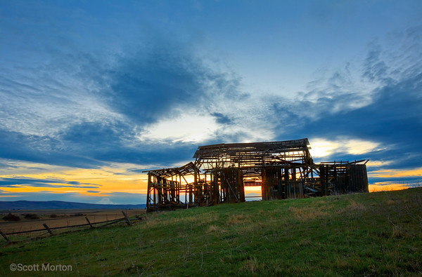 Skeleton Barn – Goldendale, WA