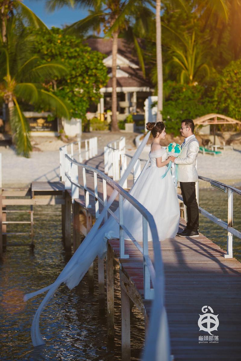beach wedding, canon 5dm3, couple photos, dyson, dyson and klaudia, island, klaudia, lang Tengah Island, ocean, photo, sea, summer, wedding, wedding couple, wedding photos, 丁加奴, 东海岸, 夏天, 婚纱, 婚纱摄影, 婚纱照, 浪中岛, 结婚摄影, 马来西亚