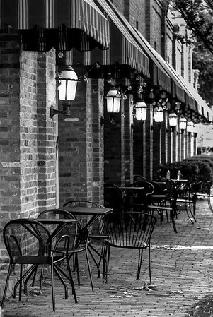 Alley @ Java Central - B&W