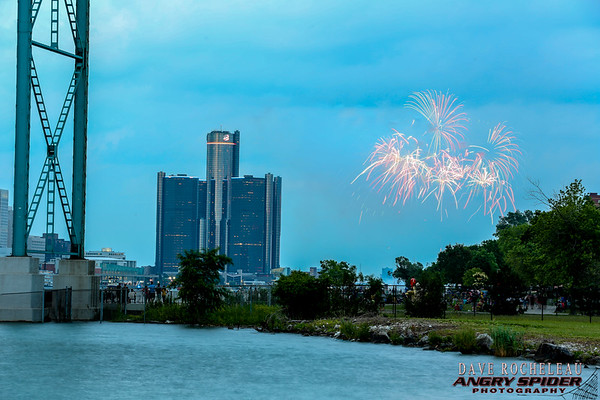 Windsor/Detroit riverfront fireworks 2015