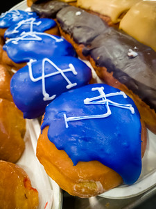 I love that Randy's Donuts is supporting our boys in blue as they attempt to make it to another World Series, but I do not find this color appetizing (and I am not a fan of filled donuts anyway)