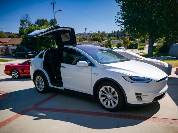 I had just started to drive to the office in my NSX when I pass Valerie in the X returning from a Costco run.  I pull a u-turn to help her unload. #Tesla #ModelX #FalconWingDoors #CostcoRun #Acura #Honda #NSX #Commute