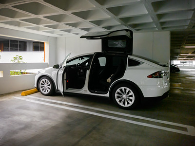 Though I've been working from home for months now, I need to head into the office to shoot some video today.  In addition to my gear, I have brought some large storage boxes because I plan to bring more of my personal items home. #Tesla #ModelX #Commute #FalconWingDoors