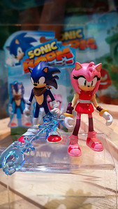 Sonic (with Enerbeam) and Amy