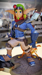An hour later, I'm checking out a Jak 2 statue I have not seen before...on display at the PlayStation merchandise booth setup in front of the Los Angeles Convention Center.  I NEED THIS!