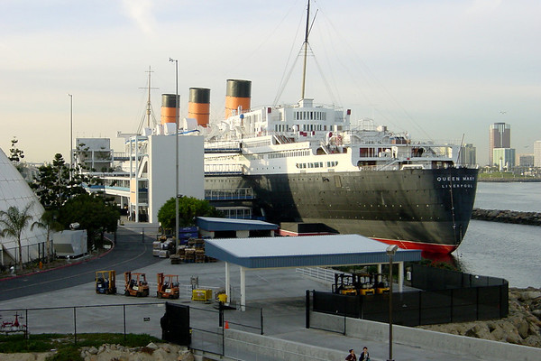 From the gangway, I get a better view of the Queen Mary...