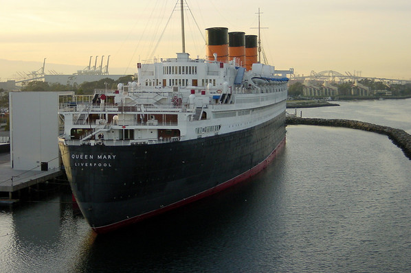 As a kid, I enjoyed visiting the Queen Mary...this is the closest I've been to her in years