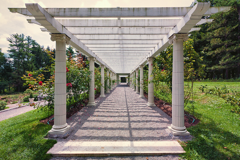Pergola with 38 ionic columns and rose garden