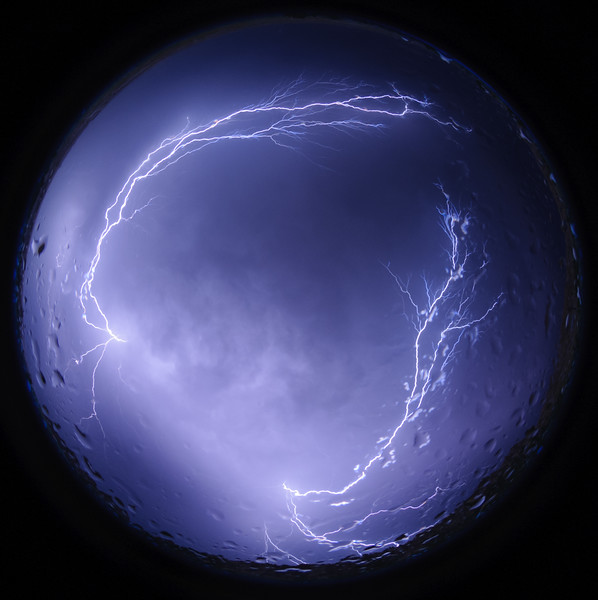 Spider lightning consists of positive leaders crawling along the cloud base during a horizontally extensive flash. They trail behind negative leaders that travel horizontally above cloud base.