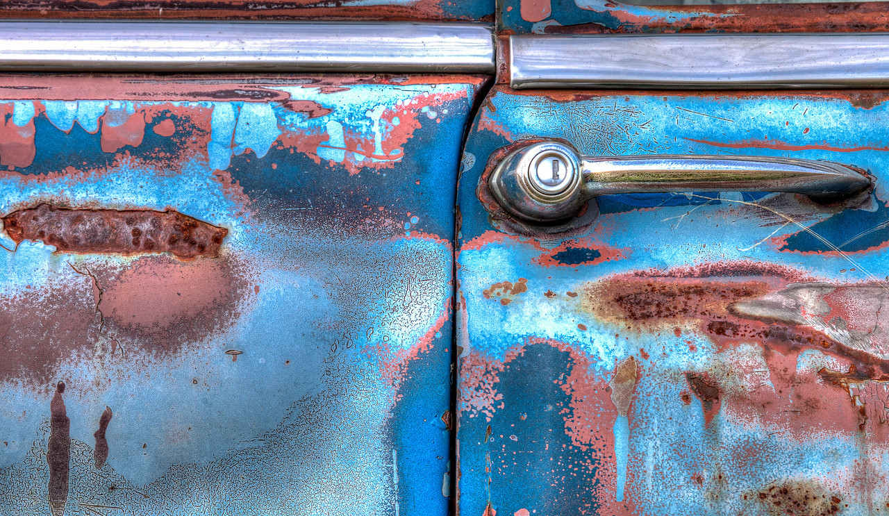 Old red rust sings the blues (Aldon Auto Salvage, Lamont, Alberta, Canada 2012)