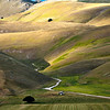 Into the valley (Piano Grande di Castelluccio, Italy 2012)