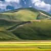 Hills behind the plane (Piano Grande di Castelluccio, Italy 2012)