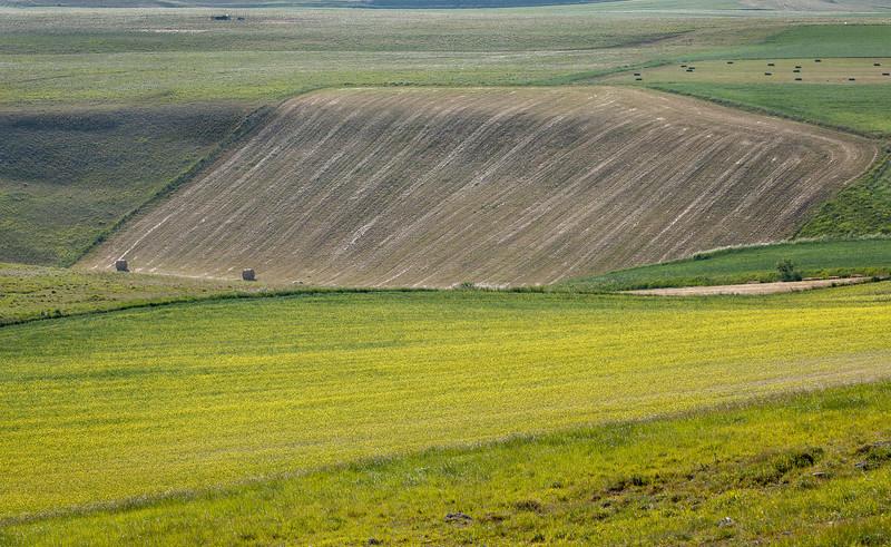 Edge (on the eastern approach from Pretare to Piano Grande di Castelluccio, Italy, 2012)