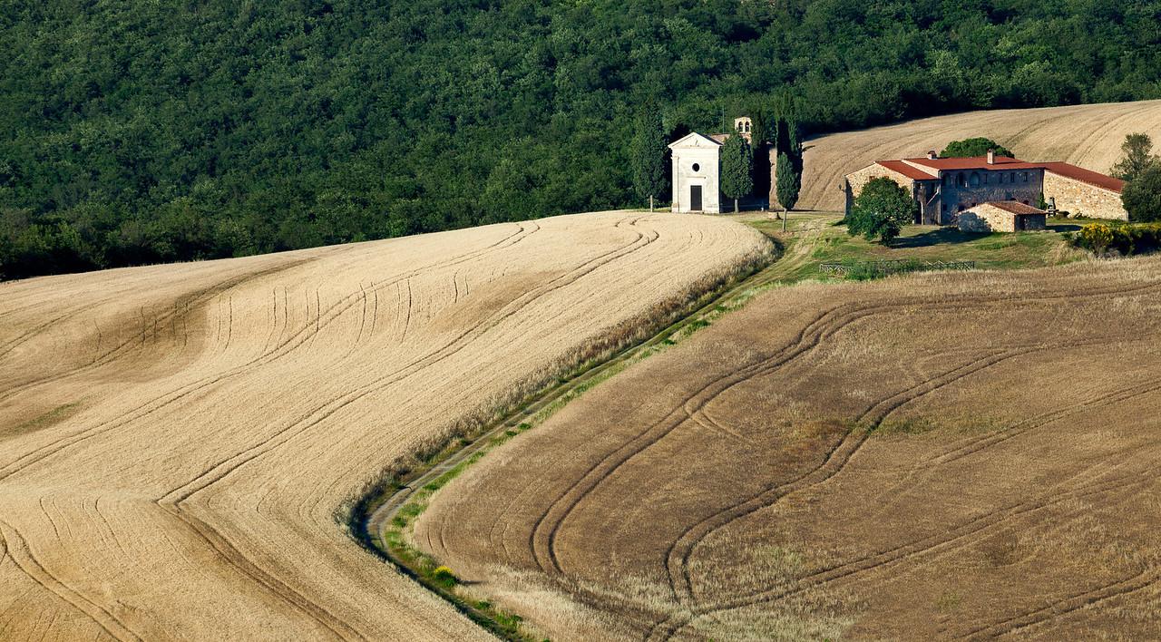 Farm chapel (Capella della Madonna della Vitaleta, San Quirico d'Orcia, Italy 2012)