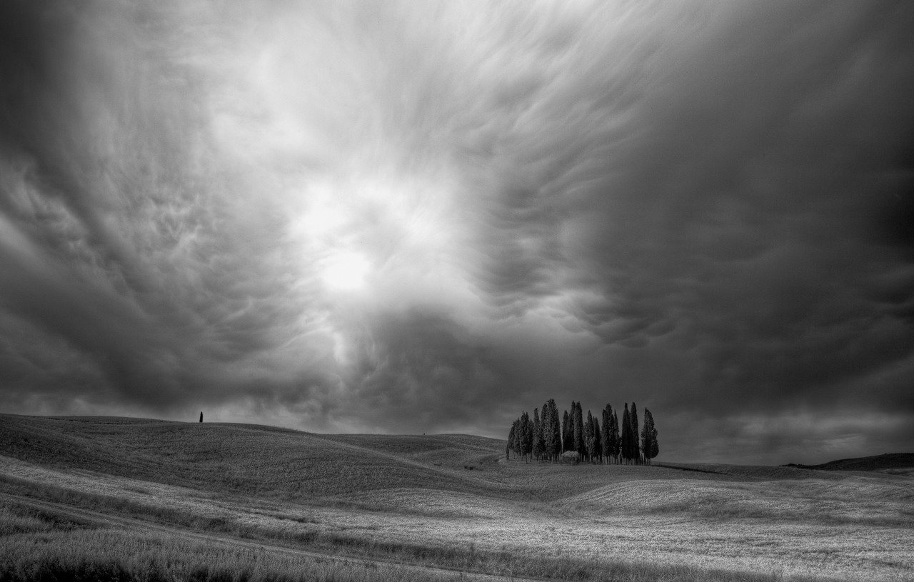 Approaching storm (Bosco dei cipressi, San Quirico d'Orcia, Italy 2012)