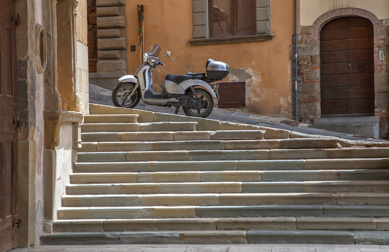 Stair transport (Arezzo, Italy 2012)