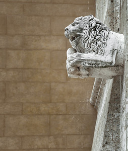 On guard of money (entrance to the Banca Monte dei Paschi di Siena - founded 1472, Siena, Italy 2012)