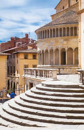 Round round (Piave di Santa Maria and steps of Palazzo del Tribunale, Arezzo, Italy 2012)