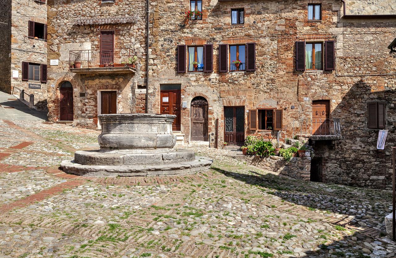 Ancient village center (Piazza il Vecchietta, Castiglione d'Orcia, Italy 2012)