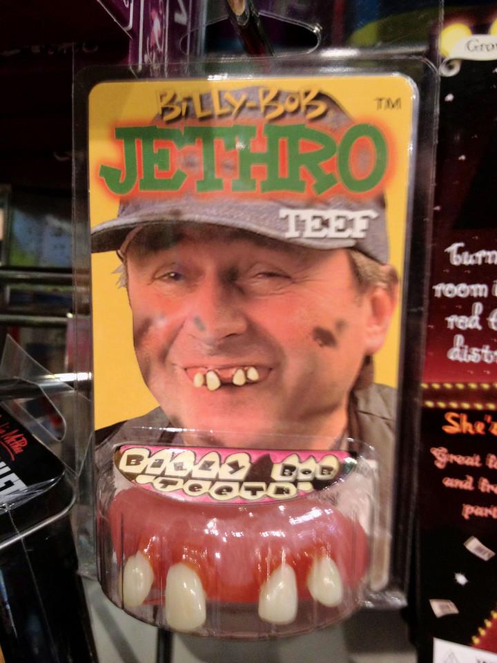 Se on toi Vainio kerenny olemaan hammasmallinakin. Kaikkee sita kerkee kun ei kaiken aikaa nuku