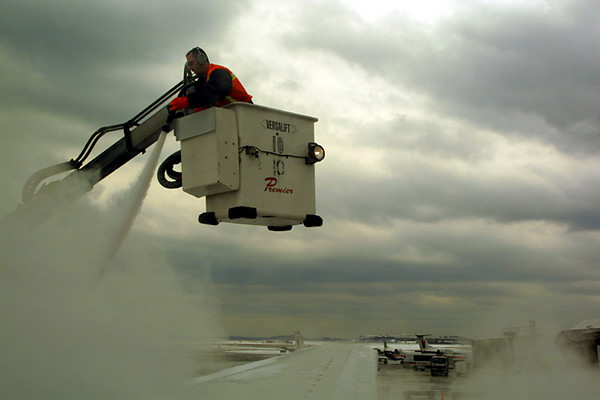 airplane_deicing1