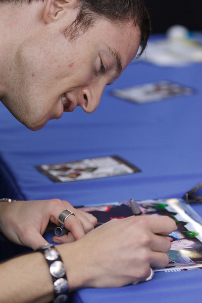 Tahmoh Penikett (Helo) signs photo with the stars.