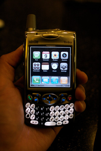 The iPhony application for Palm OS replicates the iPhone's Home interface on the Flash's Treo.