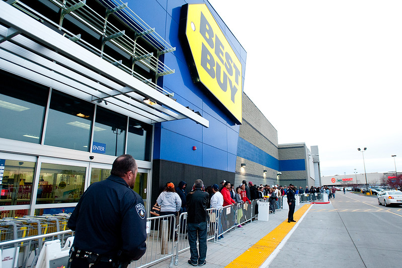 Police add extra security and keep people in order at the Riverdale Best Buy. On Thanksgiving November 27 2014.
