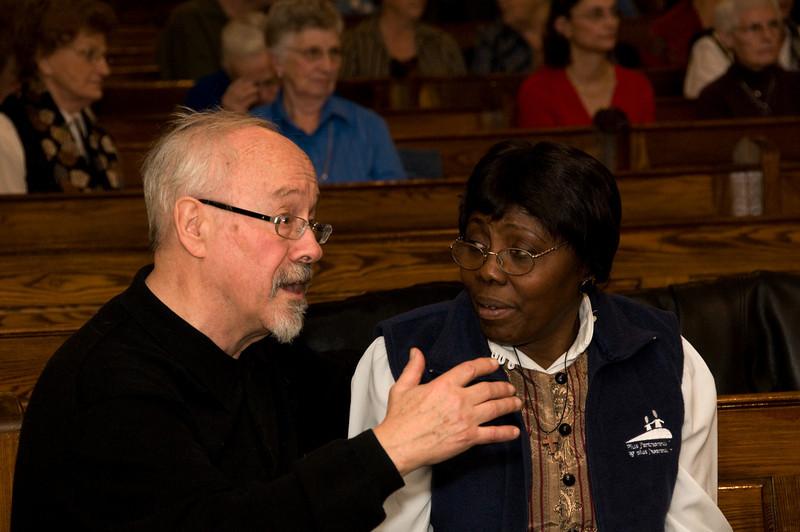 Notre curé, le frère Jocelyne Mitchell et Suzanne Cyrel