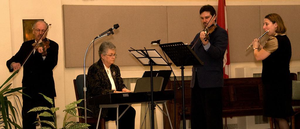 Musique instrumentale et chants folkloriques:  Violons: Marcel Bujold, Ian Macpherson; Flûte traversière- Renée Michaud; Piano, Denyse Loubert.