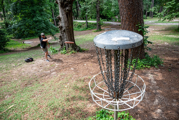 Chris Rentz plays disc golf at Earlwood park. John A. Carlos II / Special to The Free Times