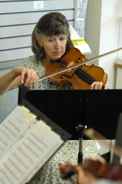For the Enterprise/John Kossik<br /> Kathy Moellenberndt plays the viola with others from the Cascade Symphony Orchestra at the Lynnwood Library for the opening of National Library Week