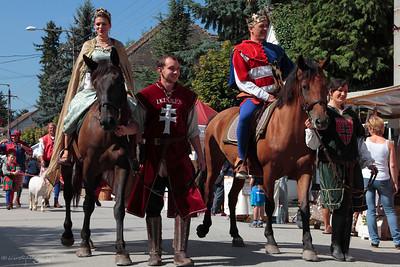 Horse Mounted Royals' Procession — Királyi pár felvonulása lóháton