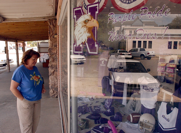2:15 pm. -- Carolyn Spivey, 49, of Newton, looks in the window of Diamond G Designs in downtown Newton Friday afternoon while shopping for a Newton Eagles tee-shirt for her son to wear to the game.<br /> PHOTO/SCOTT ESLINGER                       OCT 1, 2004