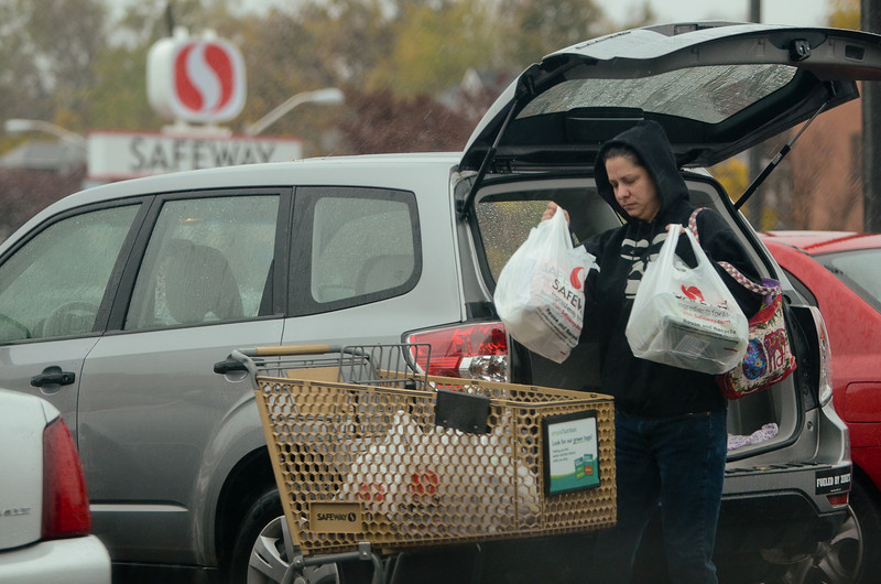 10.29.12- BALTIMORE,  MD- North East Baltimore residents stock up of essentials at the Safeway supermarket on Harford Road in Lauraville.  (Maximilian Franz/The Daily Record).