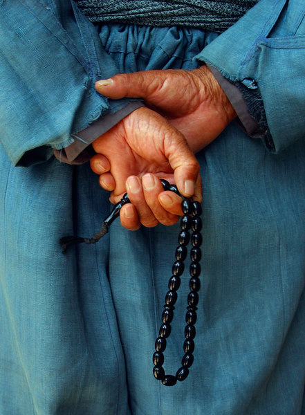 A Muslim man fingers his prayer beads in the market in Dohuk.