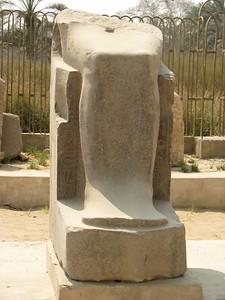 II. Pszammetik ülő szobrának töredéke